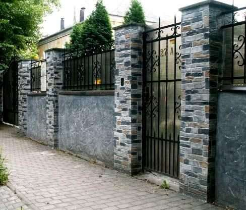 Чим обробити фундамент паркану