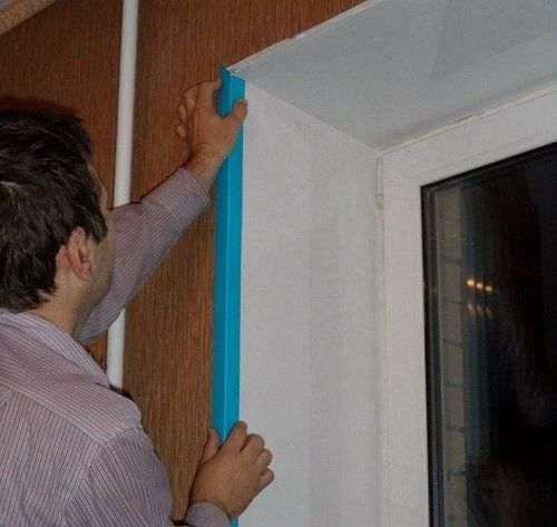 Чим приклеїти куточки на укоси вікна