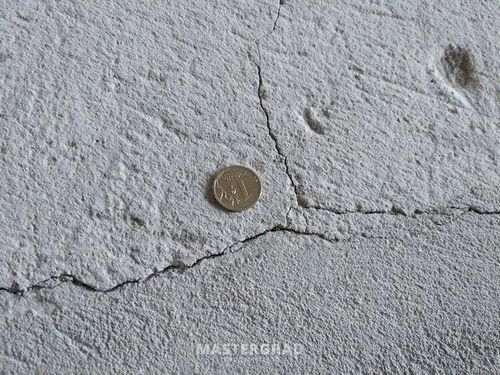 Чим закрити дрібні тріщини в стяжці