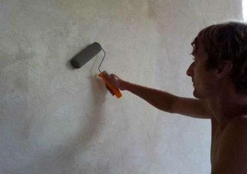 Фарбування декоративної штукатурки лаком