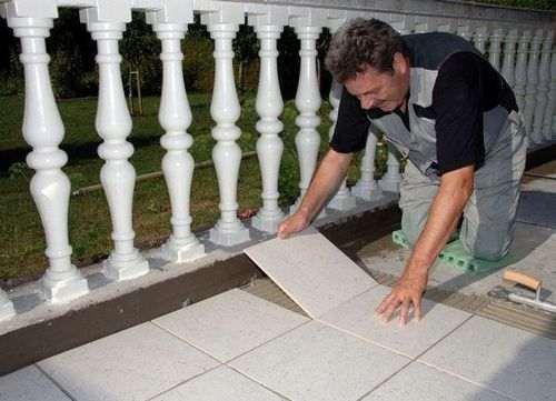 Як покласти керамічну плитку на вулиці