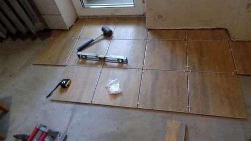 Як покласти плитку на підлогу новачкові