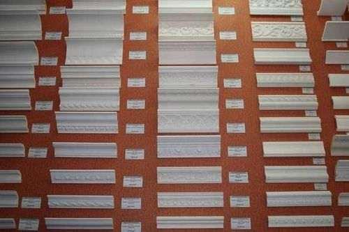 Як різати кути широкого стельового плінтуса