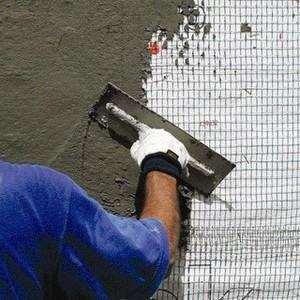 Як штукатурити цегляну стіну всередині будинку
