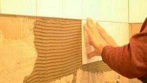 Як укладати керамічну плитку на стіну