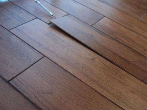 Як укладати ламінат на нерівна підлога