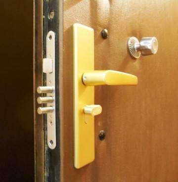 Як Відкрити Пластикову Двері З Замком