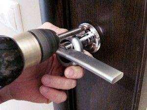 Як Відкрити Вхідні Двері Якщо Зламалася Ручка