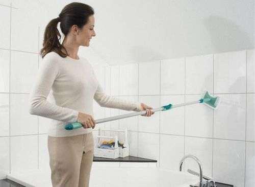 Як відмити плитку у ванній від затірки