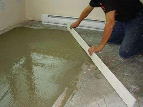 Як вирівняти підлогу фанерою під ламінат