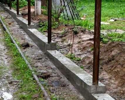 Як залити фундамент під паркан