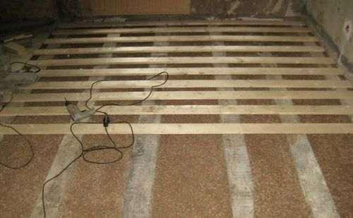 Обробка дерев'яної підлоги в гаражі
