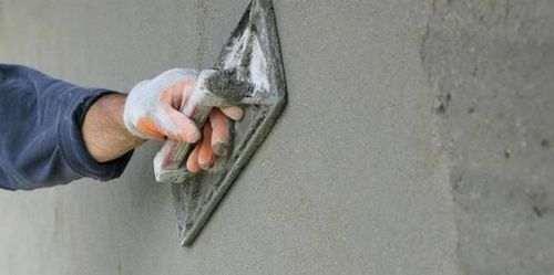 Оштукатурювання стін цементним розчином