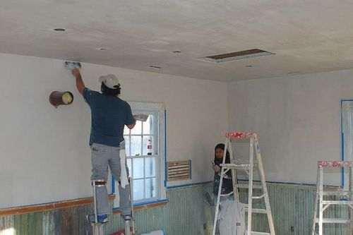 Оштукатурювання стін цементно піщаним розчином