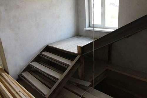 Оздоблення металевих сходів плиткою