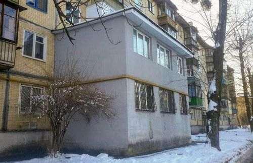 Прилаштувати балкон на першому поверсі