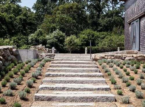 Простой контроль эрозии на склоне холма или в саду