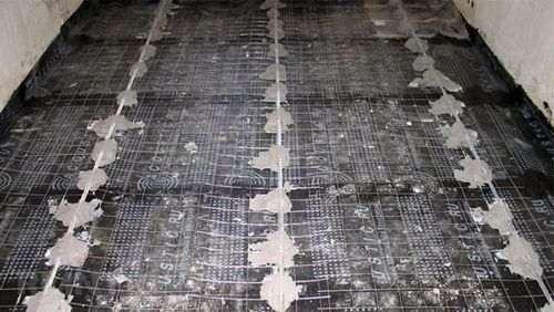 Установка маяків для стяжки підлоги