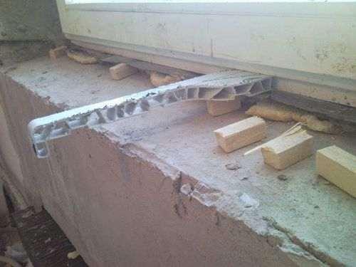 Установка пластикового підвіконня в дерев'яному будинку