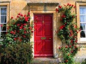 Установка вхідних дверей в газобетонних будинку