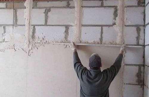 Внутрішнє оздоблення стін будинку з керамзитобетонних блоків